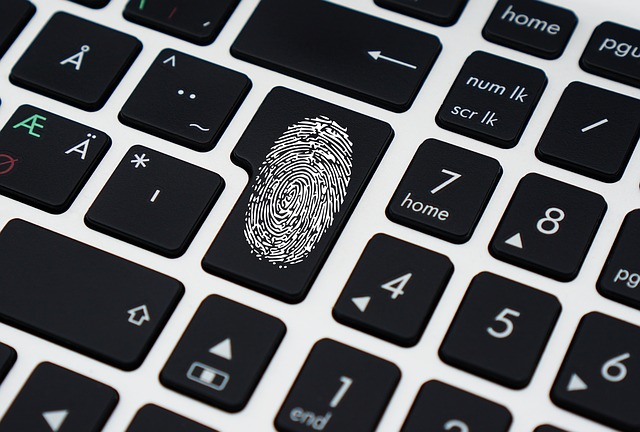 [L'actu Web] Faux comptes Facebook, empreintes digitales & scandale e-réputation